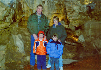 howecaverns_300