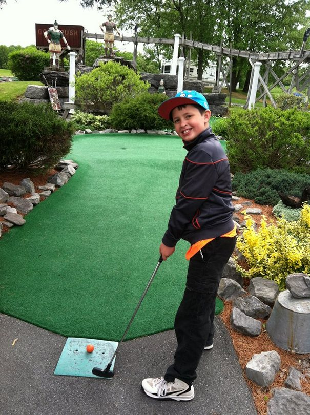 Eric Minature Golfing