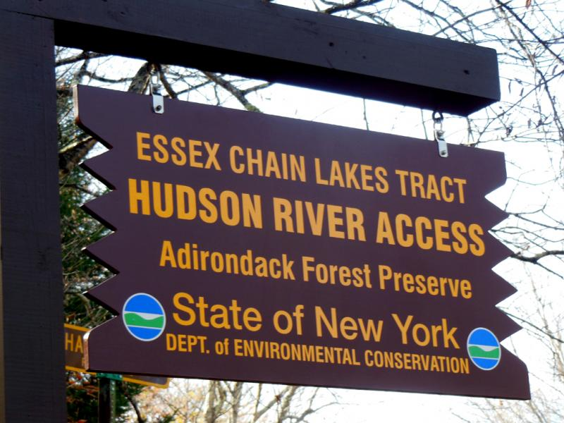 essex-chain-lakes-sign